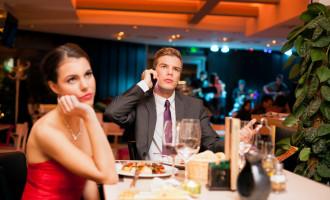 Qui doit inviter l'autre lors du 1er rendez-vous?