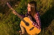 Guitare folk : optez pour l'appellation phosphore-bronze pour vos cordes