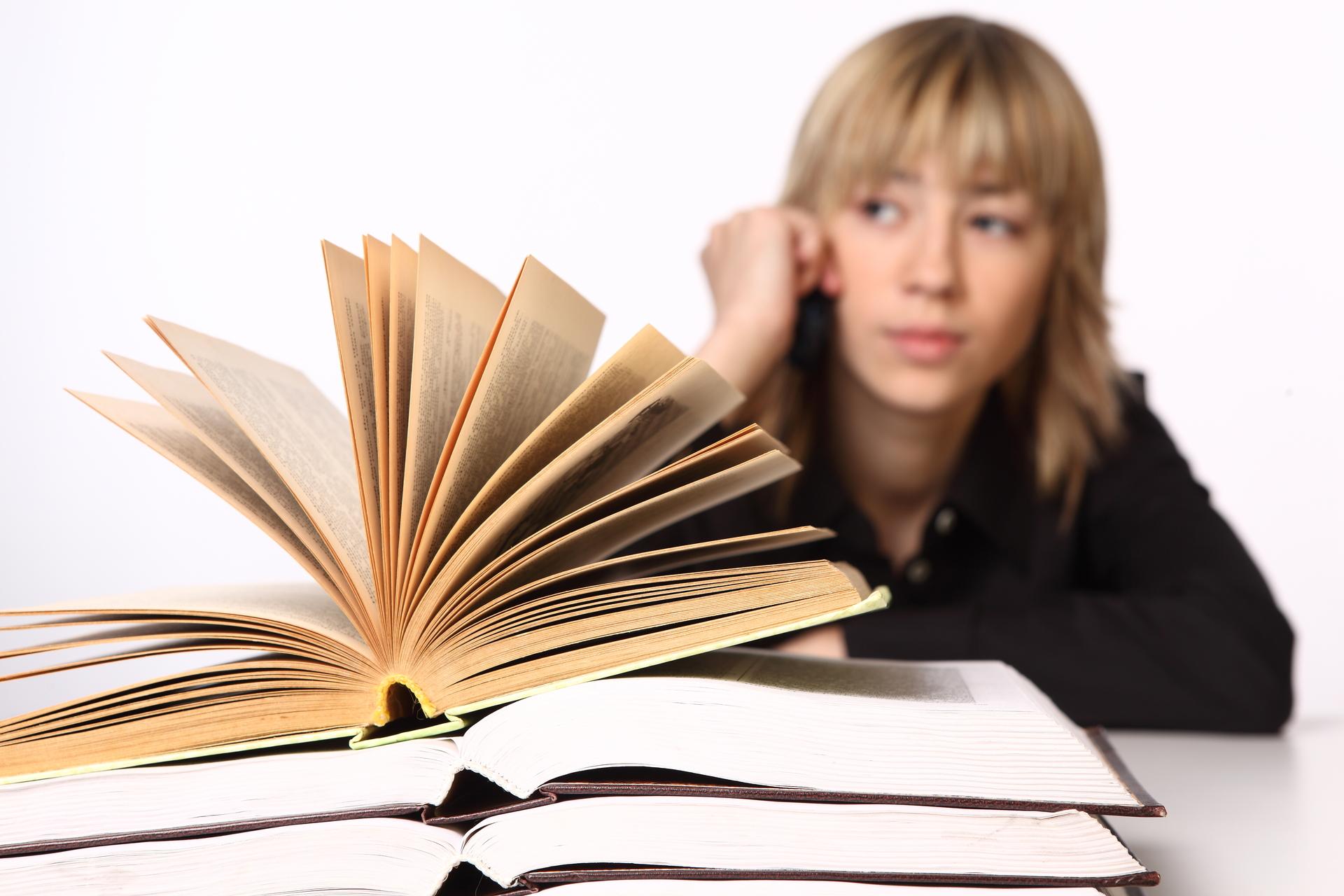 livre-et-femme-ennuie