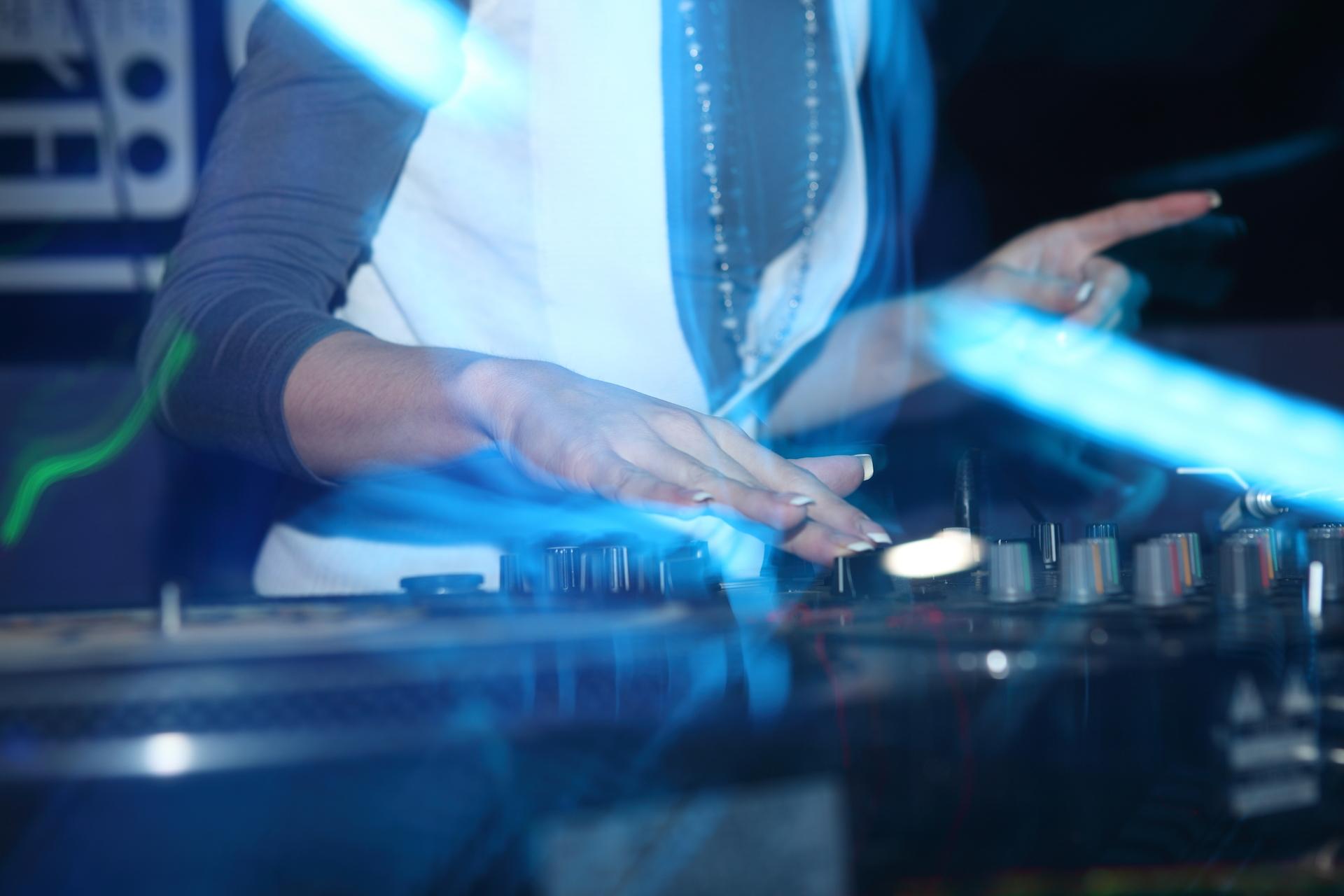 musique-dj-femme