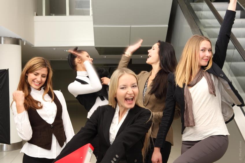 femmes-heureux-travail
