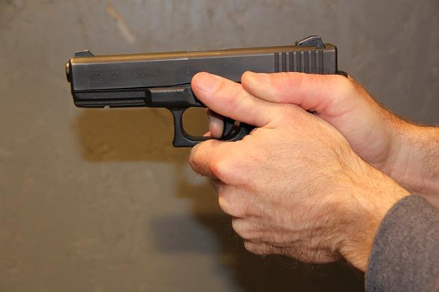 menace par une arme pistolet