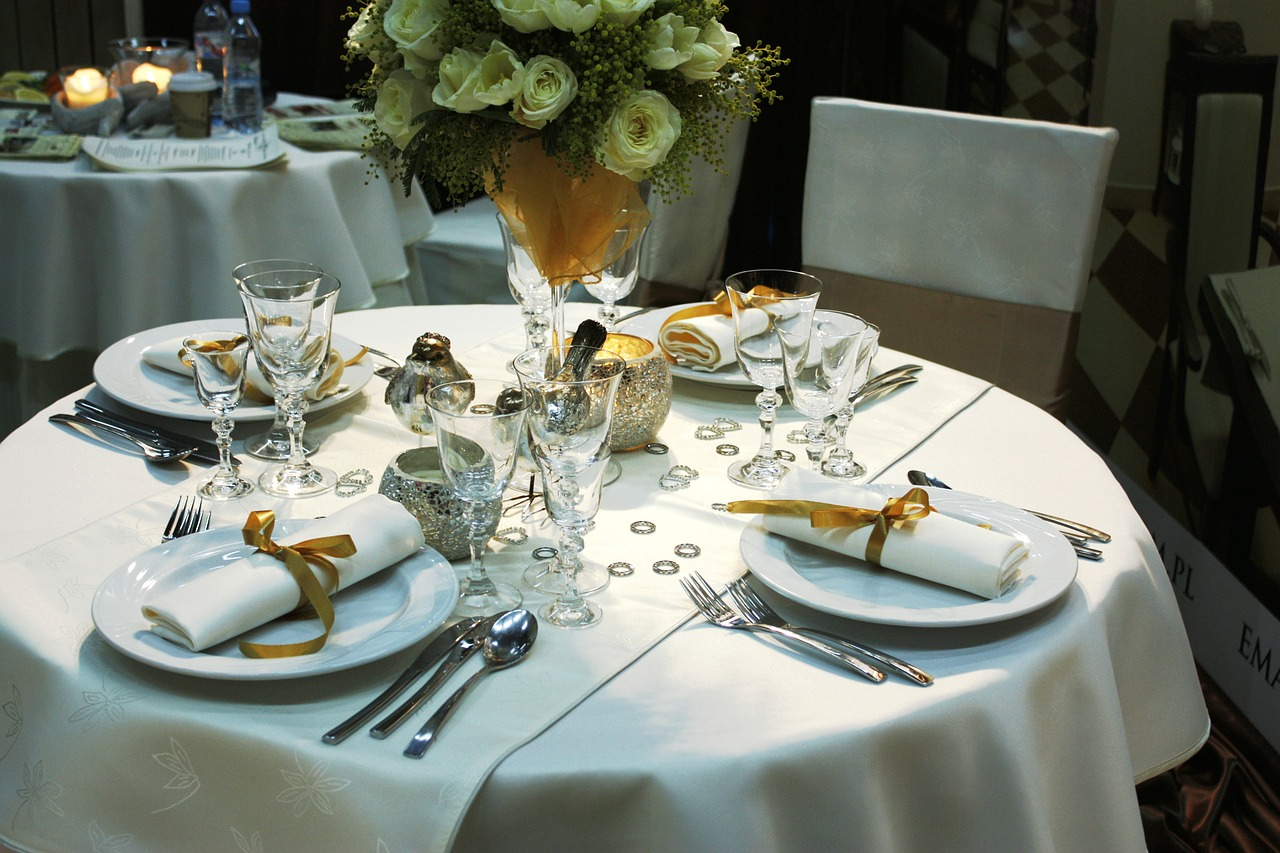 Comment r aliser une d coration de mariage champ tre en - Salon art de la table ...
