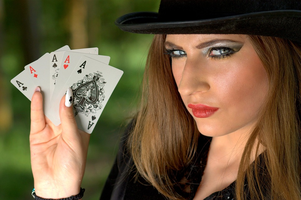 3d2400f9c8885b 7 bonnes raisons de porter des lunettes de soleil au poker   lokace.fr
